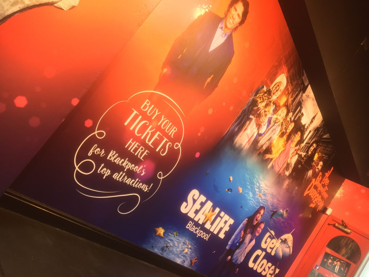 madame tussauds banner graphics wall